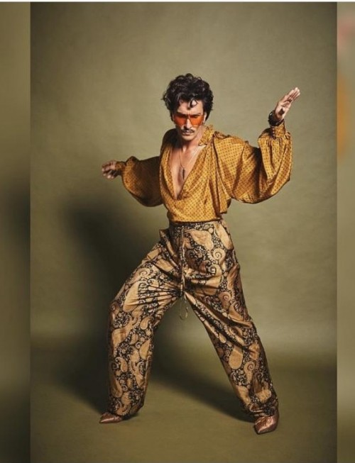 Yay or nay? Ranveer Singh spotted wearing a golden and brown 80's style attire - SeenIt