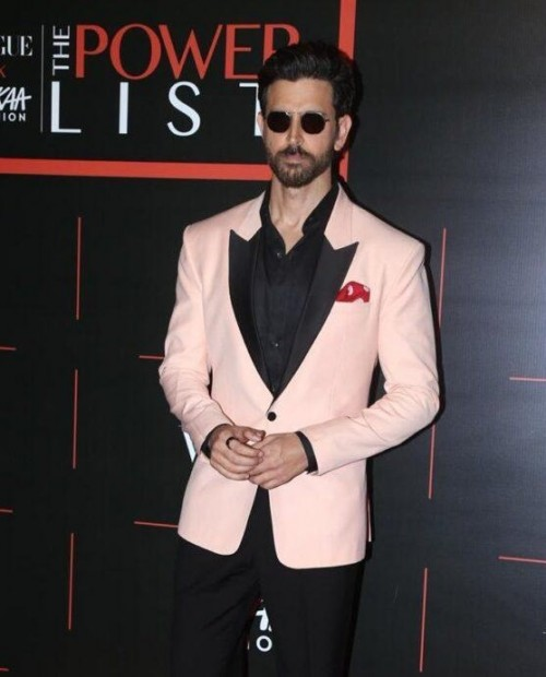 I am looking for similar suit which hrithik roshan is wearing - SeenIt