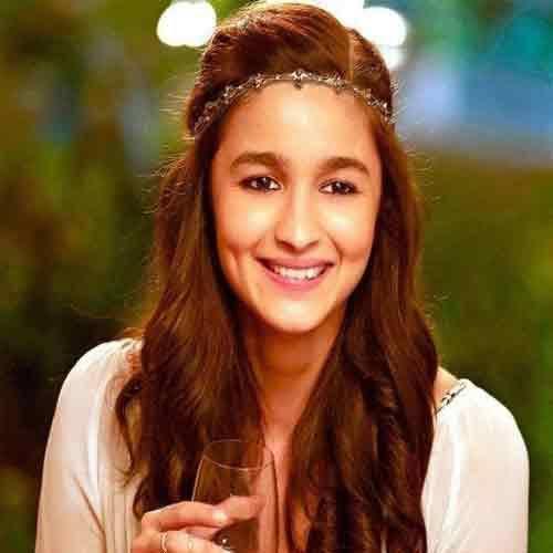 I'm looking for a similar tiara that alia bhatt is wearing - SeenIt