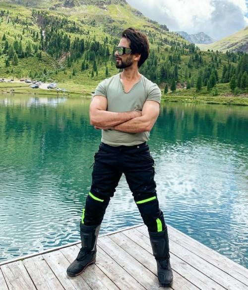 same clothes like shahid kapoor - SeenIt