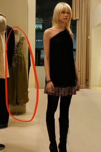 can someone please help me find the green missoni dress in the background, i can't find it anywhere or atleast the year/collection it's from - SeenIt