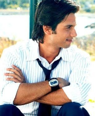 White shirt which shahid kapoor is wearing - SeenIt