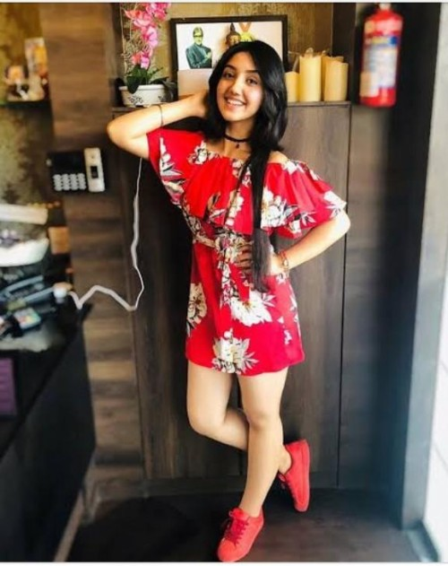 i want the same dress like ashnoor kaur plzz provide me the same dress plz plz - SeenIt