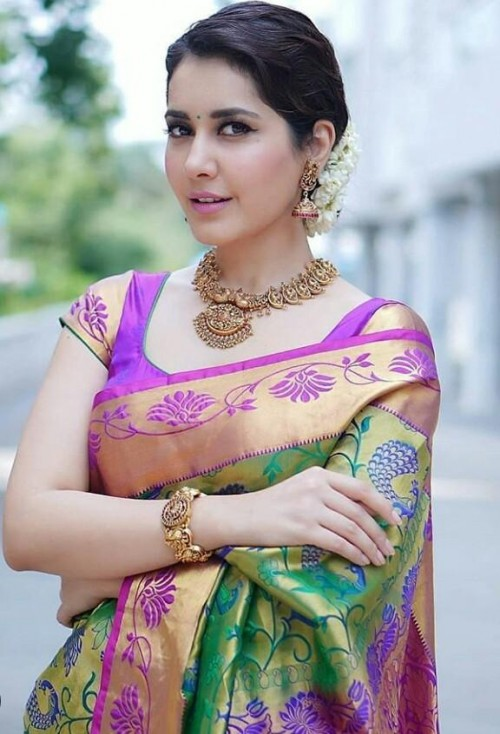 I'm looking for this similar saree and jewellery - SeenIt