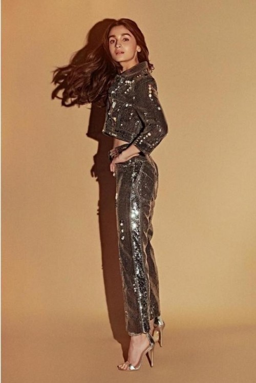 Similar sequin outfit which alia bhatt is wearing - SeenIt