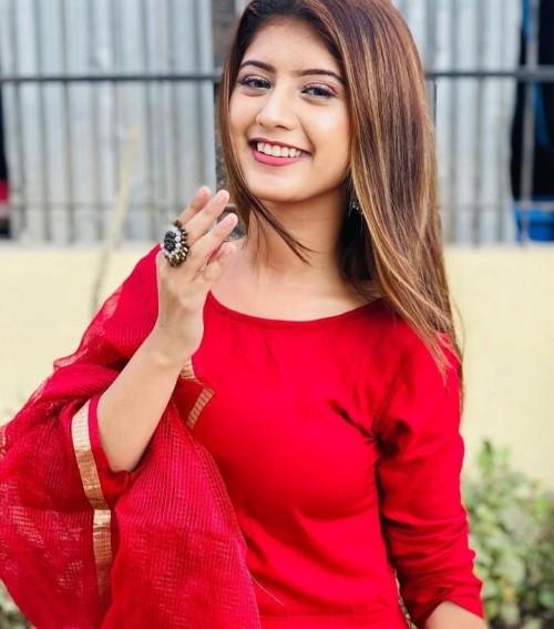 looking for a similar red suit like arishfa Khan - SeenIt