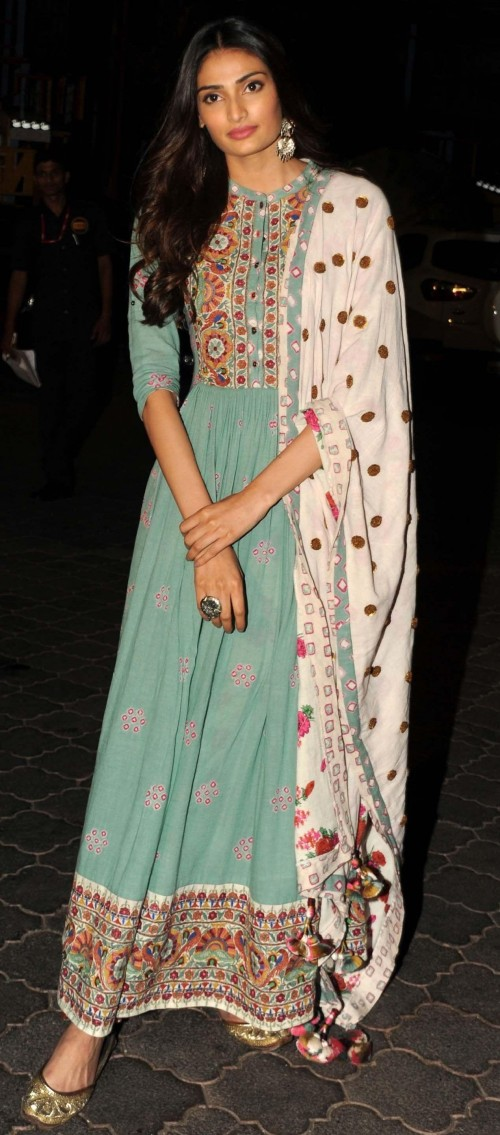 can you guys help me find this beautiful dress Athiya Shetty is wearing? - SeenIt