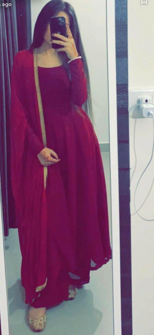 im looking for same red suit...plz help me - SeenIt
