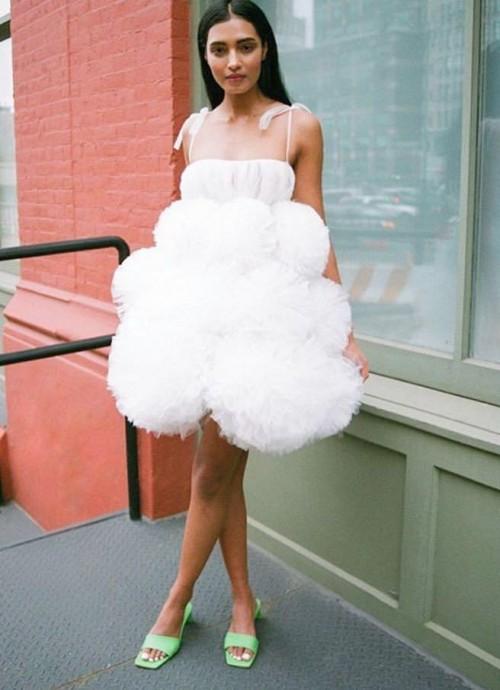 Want that white dress please! - SeenIt