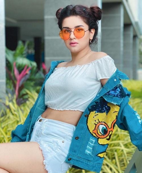I am lokking for similar clothes - SeenIt