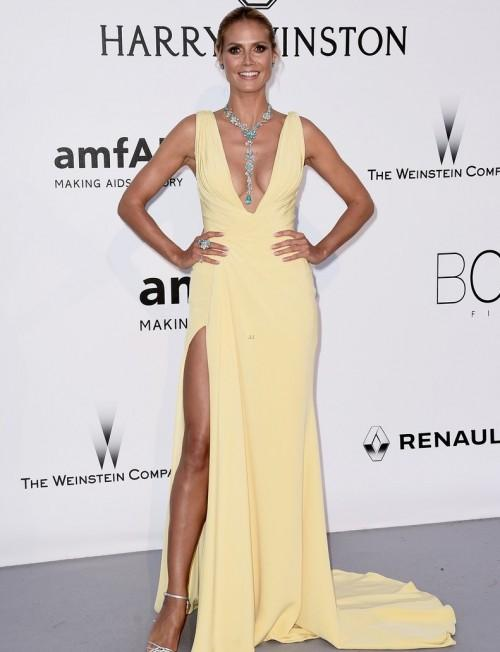 Heidi Klum makes her stunning red carpet entrance in a Versace dress. - SeenIt