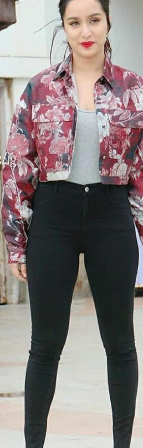 I'm looking for the same outfit as Shraddha Kapoor  is wearing - SeenIt