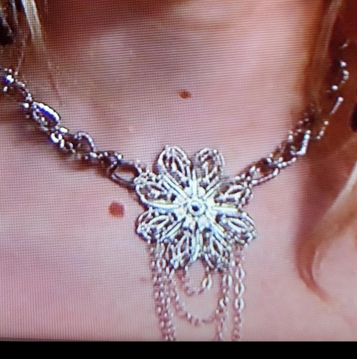 Looking for Jenny's necklace from Gossip Girl season 2 episode 24! - SeenIt
