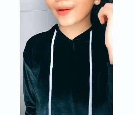 help me find this velvet hoodie - SeenIt
