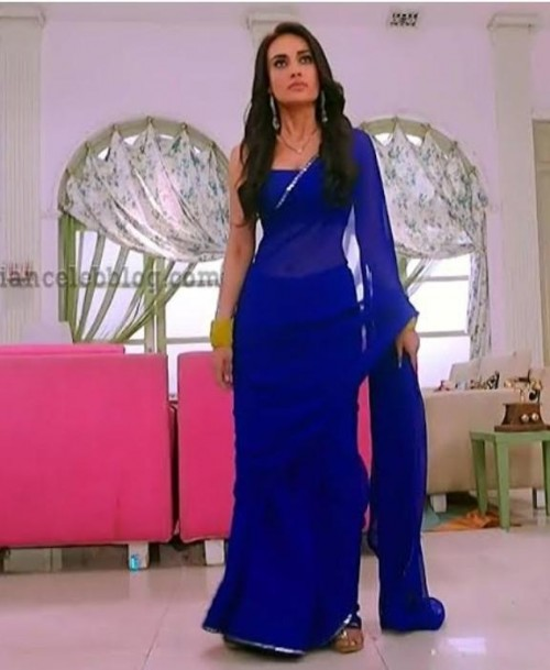 I'm looking for this similar saree which surbhi jyoti wearing - SeenIt