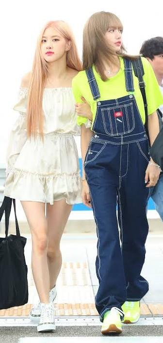 same outfit like rose and Lisa💜 - SeenIt