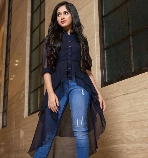 I need see top and jeans like jannat zubair - SeenIt