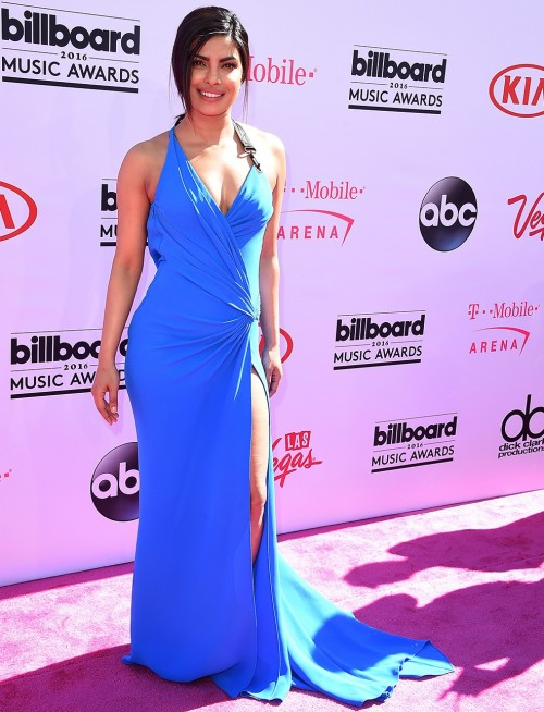 Priyanka Chopra in Atelier Versace. Would you say its the best outfit she's worn?? - SeenIt