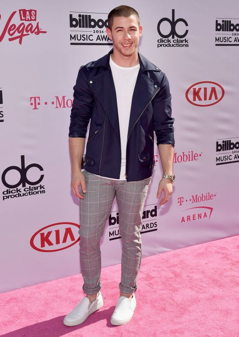 Nick jonas was off the hook at the BBMAs with his song