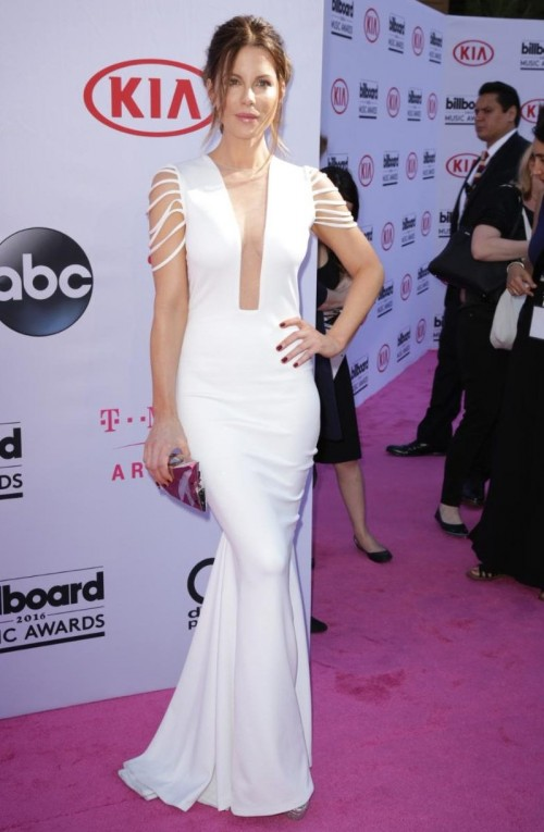 Kate Beckinsale in a striking white dress by Hamel at the BBMAs. - SeenIt