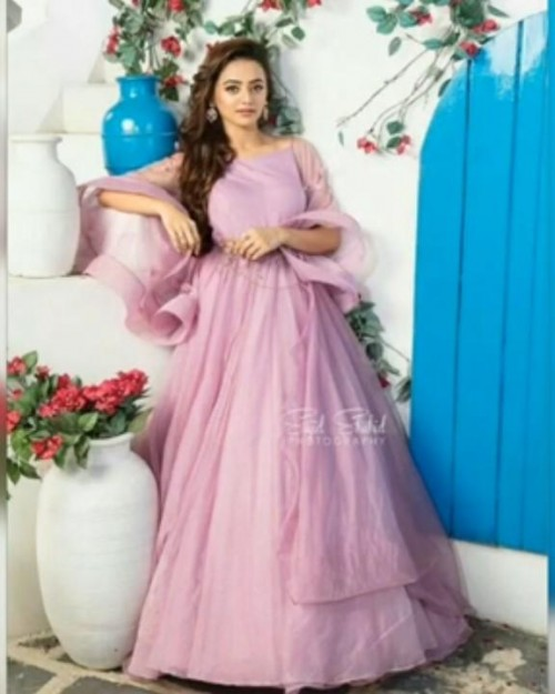 i want same gown plzzzzzzz help me to find out - SeenIt