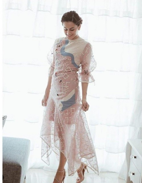 Help me find a similar dress like Taapsee Pannu is wearing - SeenIt