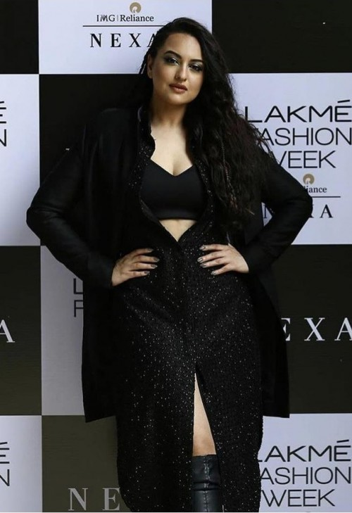 Yay or nay? Sonakshi Sinha walks the ramp for Kunal Rawal during the digital showcase of Lakme fashion week - SeenIt