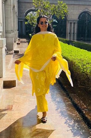 Looking for a similar outfit like Kangana Ranaut is wearing - SeenIt