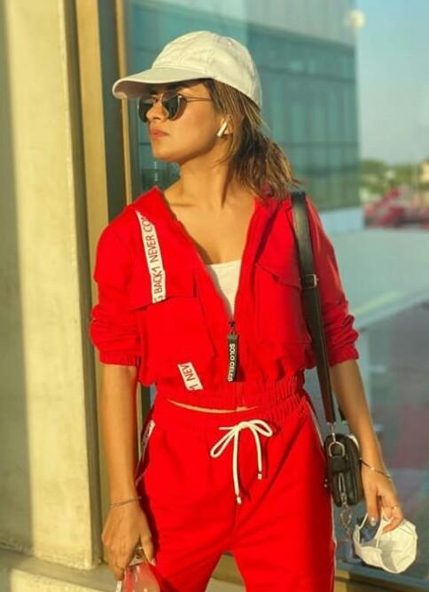 i am looking for same full outfit as avneet kaur wear.. - SeenIt