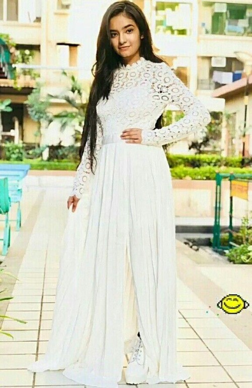 looking for the same white gown - SeenIt