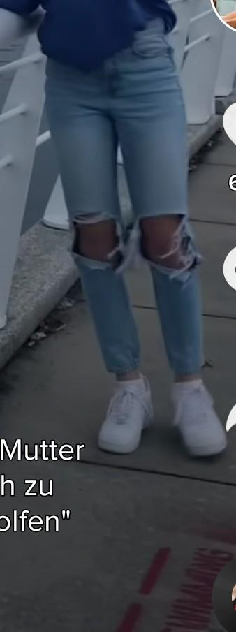 i am looking for a jeans like that in in the picture - SeenIt