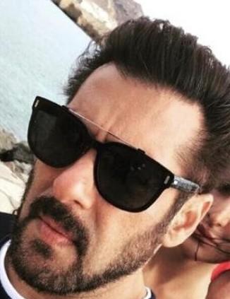 Same sunglasses of Salman khan - SeenIt