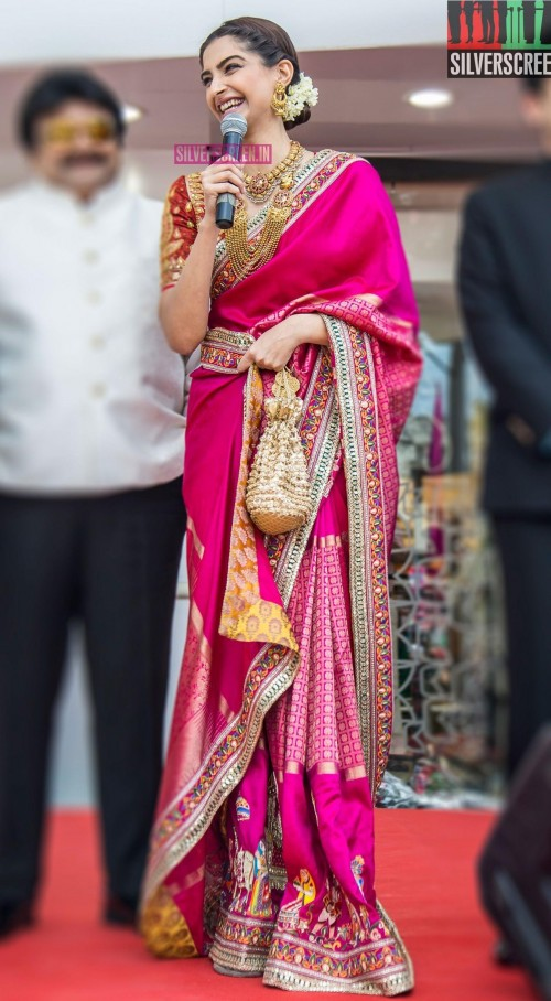I'm looking for the same saree wear by Sonam Kapoor - SeenIt