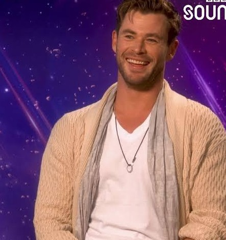 Same sweater like chris hemsworth - SeenIt