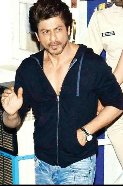 I am looking for this zipper jacket like shahrukh khan is wearing - SeenIt