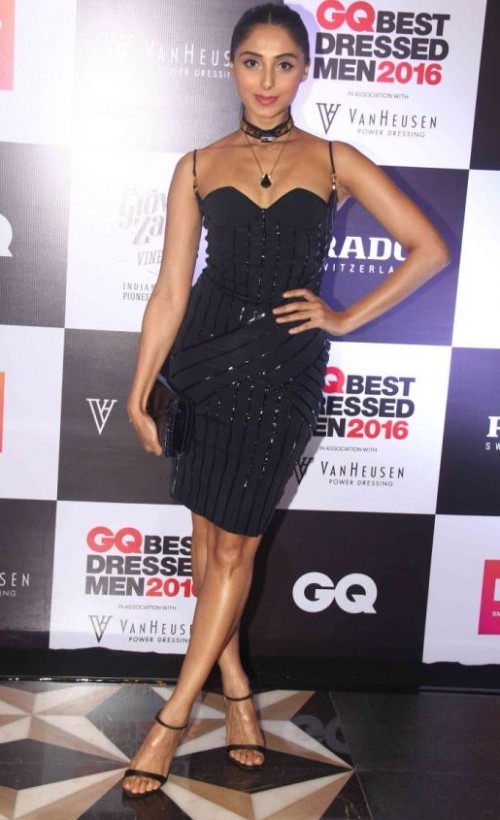 Pernia Qureshi is one of the style icons and like always, she looked pretty in her black dress. - SeenIt