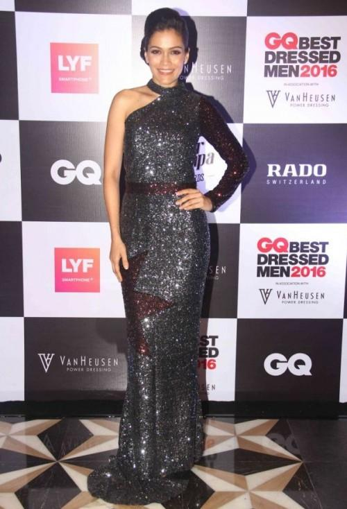 Waluscha De Sousa chose to wear a shimmery gown from Dubai based label 'Kara'. - SeenIt