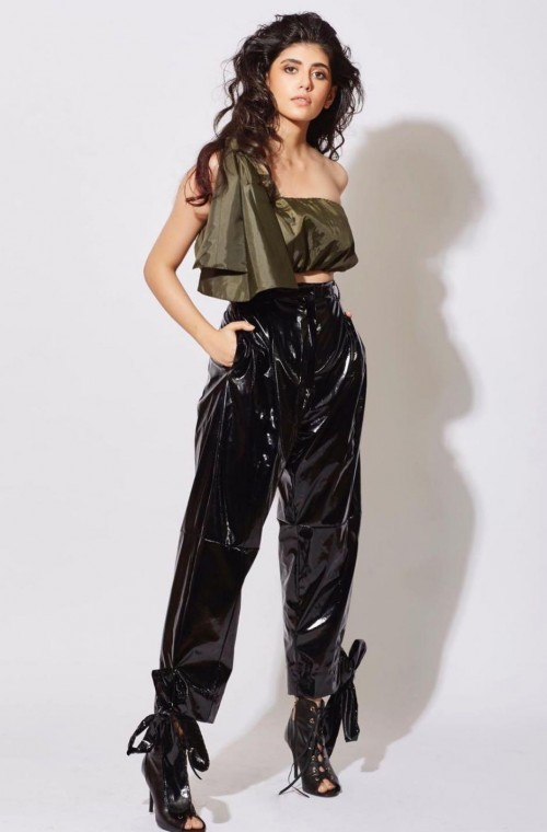 Looking for similar leather pants online - SeenIt