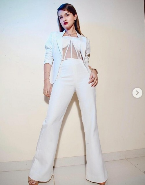 I'm looking for this similar outfit which avneet is wearing - SeenIt