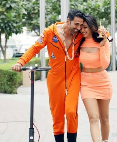 I am looking for a similar dress like kiara Advani - SeenIt