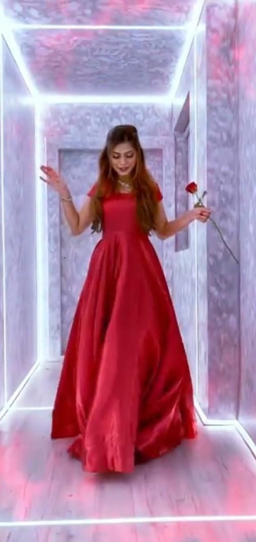 want the dress nagma is wearing - SeenIt