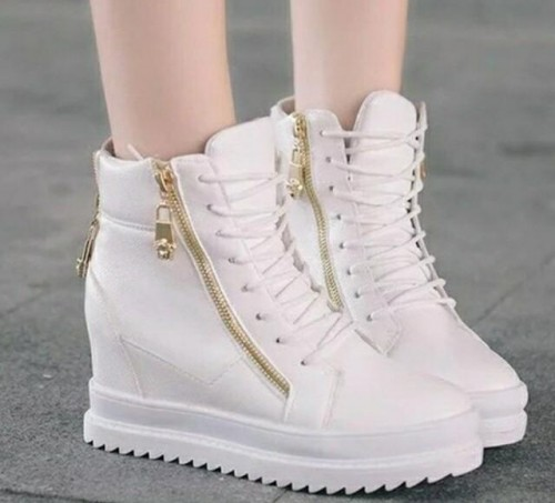 please help me to find the exact zipper shoes - SeenIt