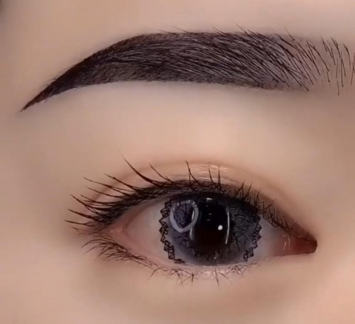 looking for this eyelens - SeenIt