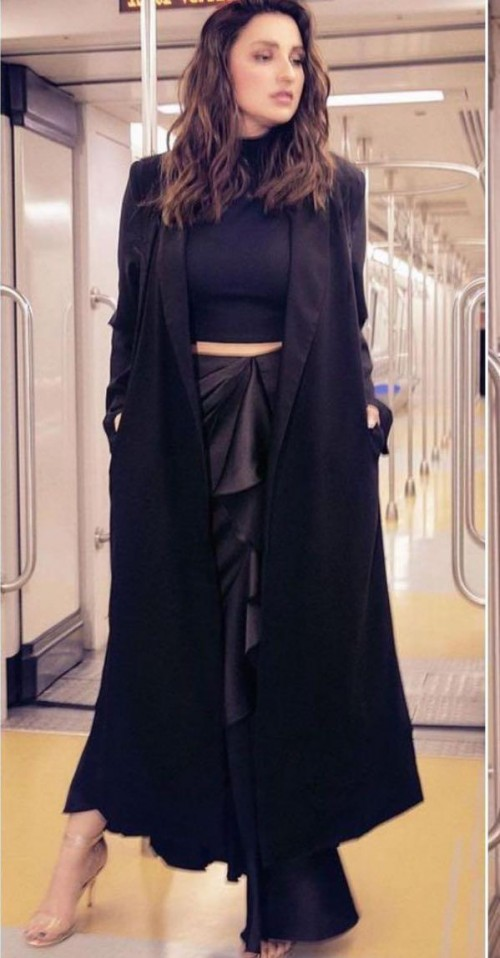 Looking for a similar black outfit online - SeenIt