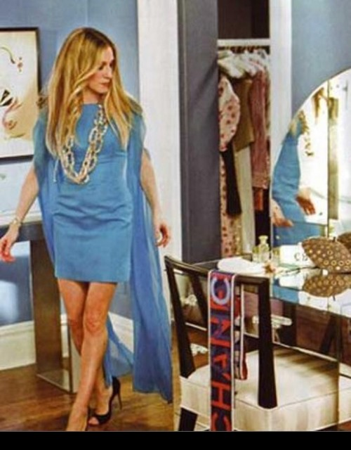 Please help me find this dress that Carrie bradshaw was wearing in sex and the city movie - SeenIt