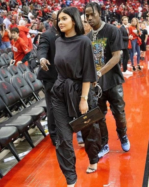 the whole black classy outfit like kylie jenner - SeenIt