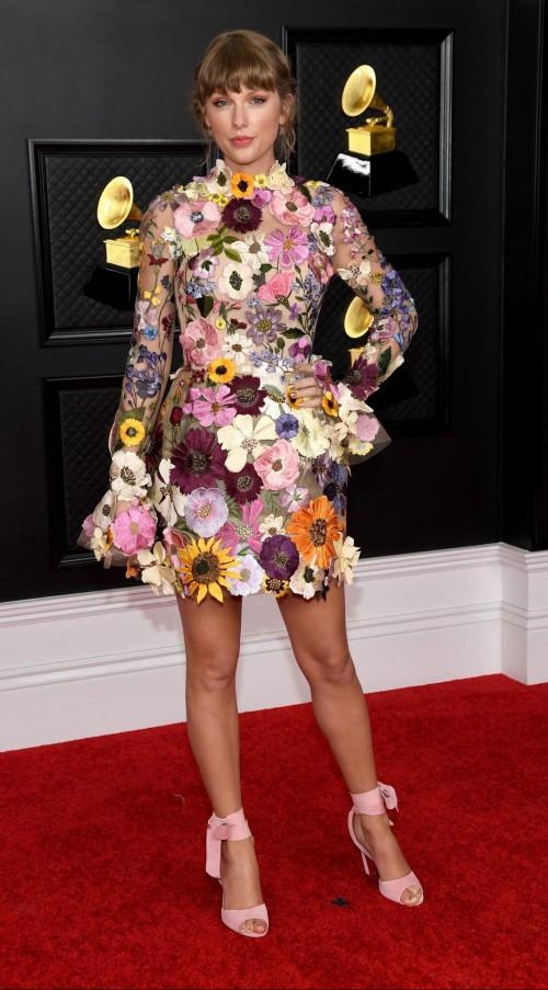 Yay or nay? Taylor swift attends the Grammys 2021 wearing Oscar de la Renta - SeenIt