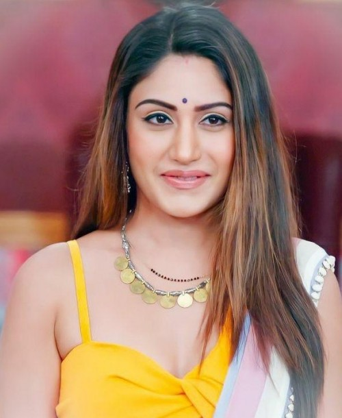 I am looking for this similar necklaces which surbhi chnda is wearing - SeenIt