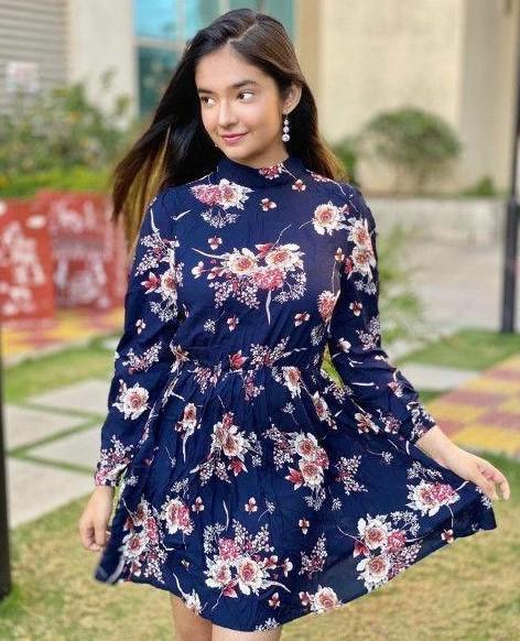I'm looking for the similar dress of Anushka Sen - SeenIt