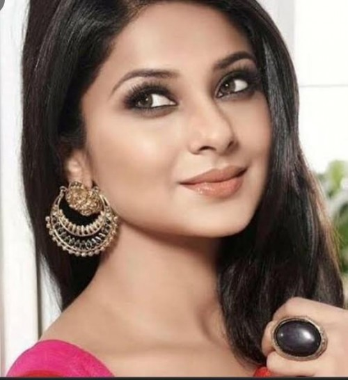 looking for this earrings worn Jennifer Winget - SeenIt